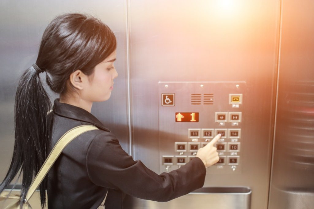 businesswomen-pressing-elevator-button-with-sun-light-effect_t20_lRdEjB (1)